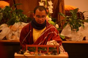 Lama Changchoub dirige una práctica